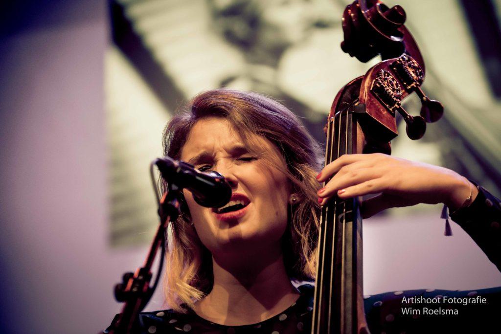 Nathalie Schaap Vocals & Bass